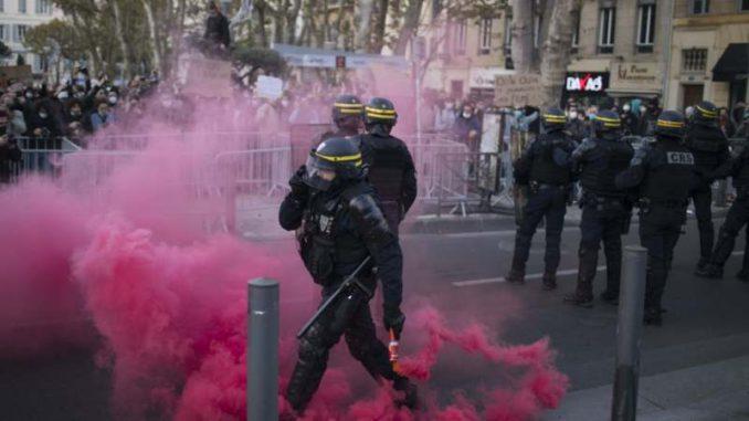 Hiljade na protestima u Francuskoj zbog zabrane slikanja policajaca 2