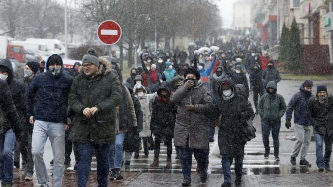 Hiljade Belorusa demonstrira protiv Lukašenka, više od 180 uhapšenih 3