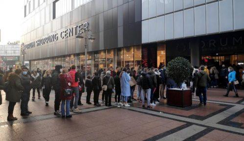 Crni petak: Gužve u tržnim centrima u Beogradu i Nišu uprkos koroni (FOTO) 9