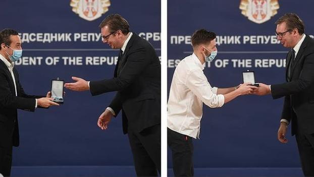 Vučić uručio odlikovanja pojedincima i institucijama za doprinos suzbijanju epidemije 4