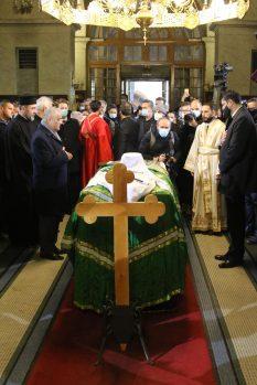 Kovčeg sa telom patrijarha u Hramu, kršenje svih epidemioloških mera (FOTO, VIDEO) 4