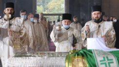 Patrijarh Irinej sahranjen u hramu Svetog Save (FOTO) 14