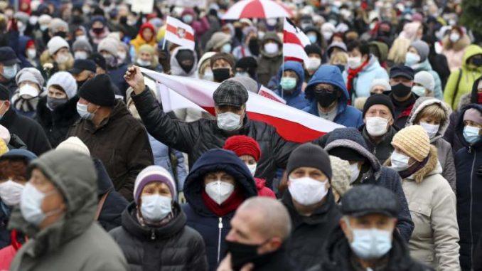 Hiljade Belorusa demonstriraju protiv Lukašenka, policija ponovo hapsi 1