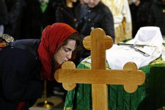 Kovčeg sa telom patrijarha u Hramu, kršenje svih epidemioloških mera (FOTO, VIDEO) 9