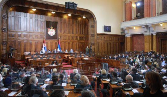 Nastavljena sednica skupštine, poslanici zabrinuti za porodicu Vučić 13