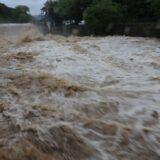 Najmanje 18 stradalih u poplavama u Indiji 12
