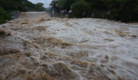 Najmanje 18 stradalih u poplavama u Indiji 13