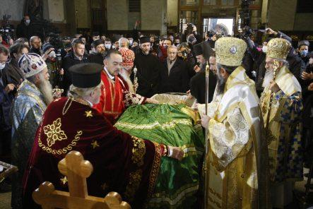 Kovčeg sa telom patrijarha u Hramu, kršenje svih epidemioloških mera (FOTO, VIDEO) 5