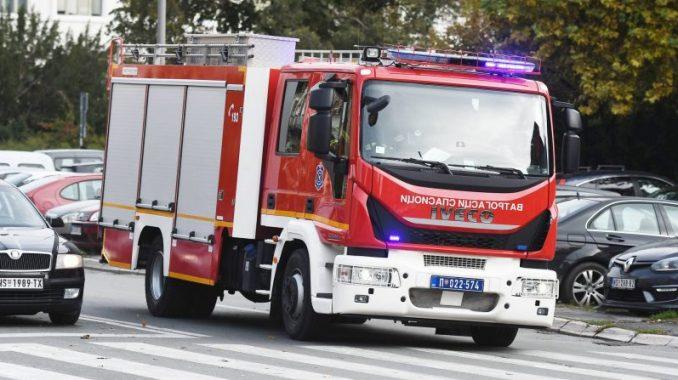 U saobraćajnoj nesreći u Zemunu jutros izgoreli gradski autobus i jedan automobil 3