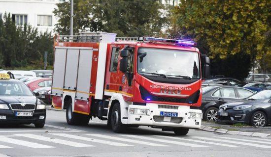 MUP: U požaru u kući u Kaluđerici stradala jedna osoba, sedam evakuisano 13