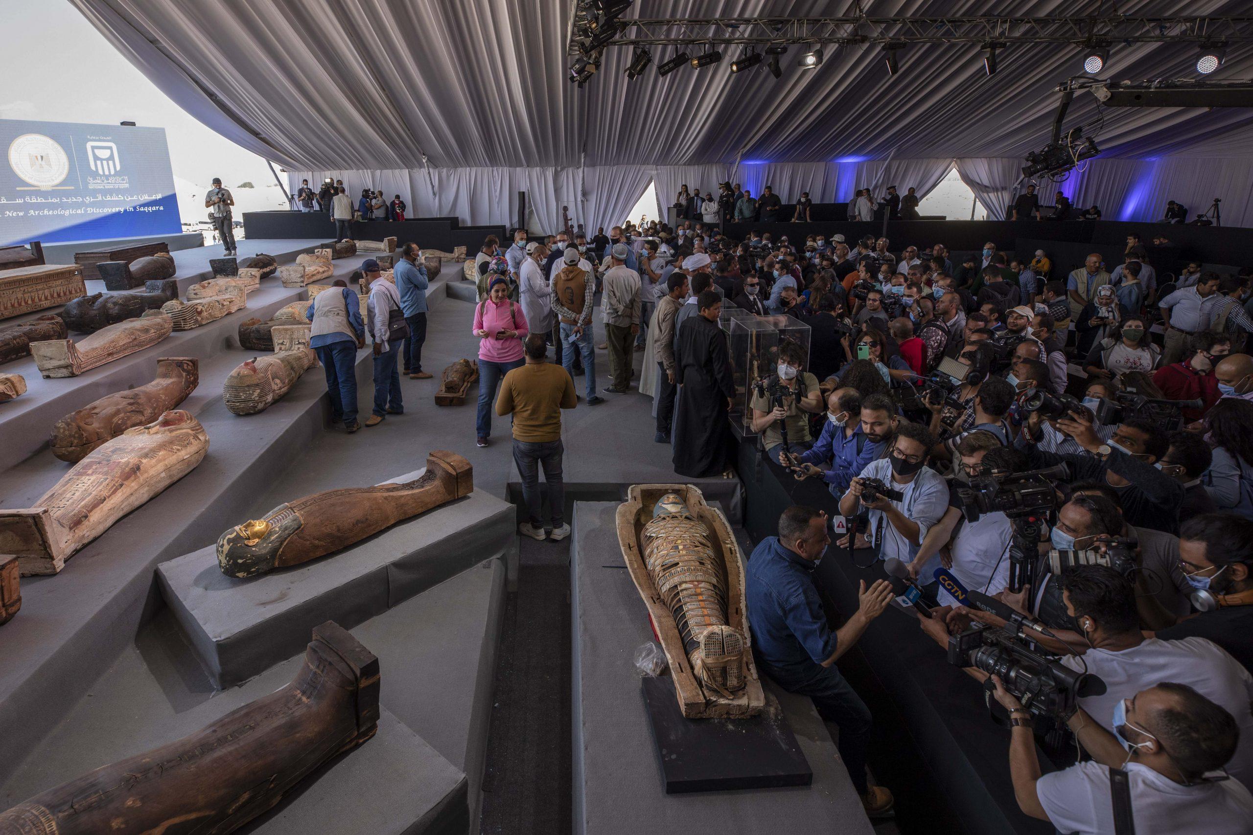 U Egiptu otkriveno 100 drevnih kovčega i 40 pozlaćenih statua (FOTO) 2