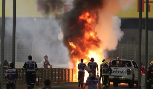 Već u prvom krugu prekinuta trka u Bahreinu, zapalio se bolid Hasa, vozač sa lakšim opekotinama 7