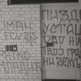 NDNV: Grafiti mržnje na zgradi urednika VOICE-a 14