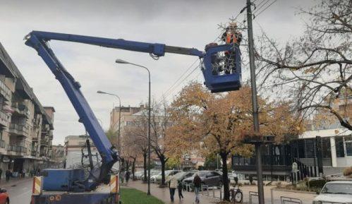 Počelo postavljanje novogodišnje rasvete u Zaječaru: Za četiri godine potrošeno oko 8.000.000 dinara 9