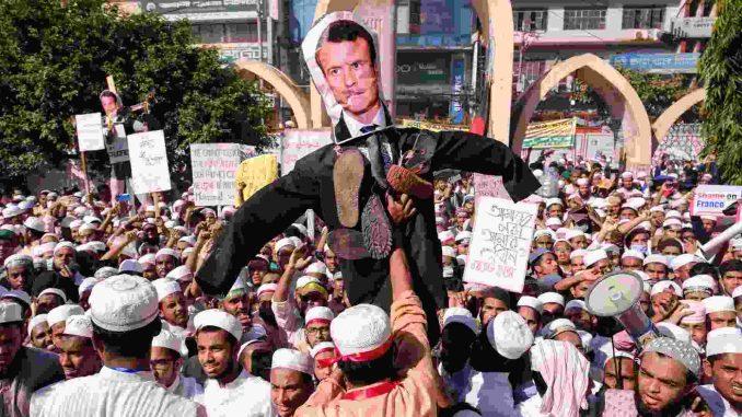 U Bangladešu protestovalo više od 50.000 ljudi protiv Francuske 4