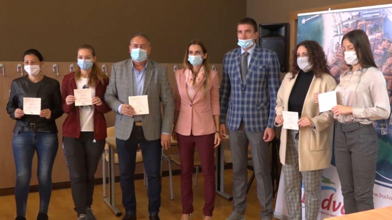 Turistička organizacija Budve novčano nagradila petoro srednjoškolaca 1