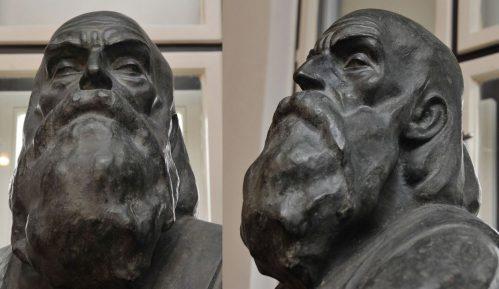 """Postavljanje skulpture """"Slepi guslar"""" u parku Kalemegdan 7"""