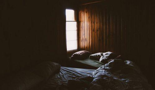 Skoro osam odsto građana Srbije živi u previše tamnim prostorijama 12