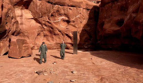 Tajanstveni blistav metalni monolit nađen u američkoj pustinji 23