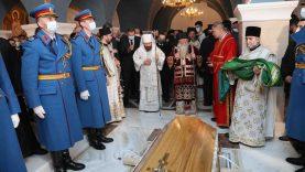 Patrijarh Irinej sahranjen u hramu Svetog Save (FOTO) 18