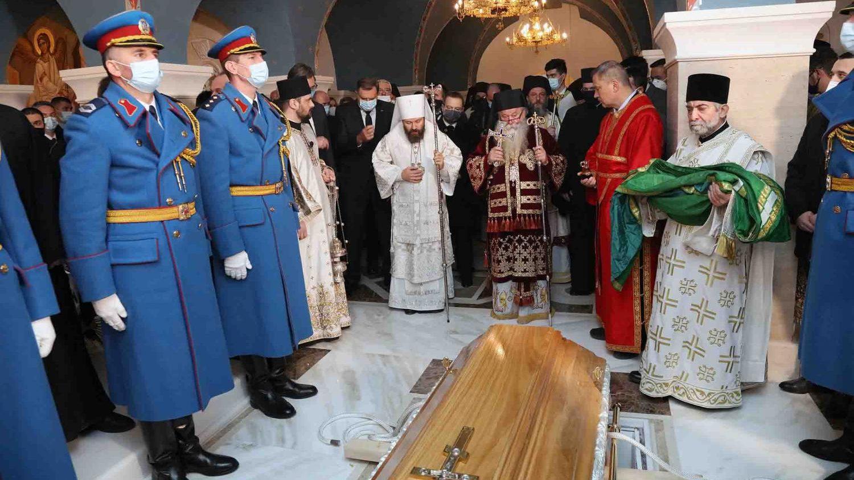Patrijarh Irinej sahranjen u hramu Svetog Save (FOTO) 1