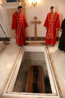 Patrijarh Irinej sahranjen u hramu Svetog Save (FOTO) 20