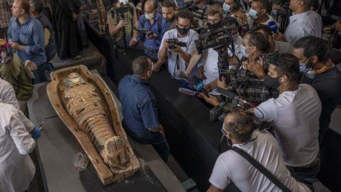 U Egiptu otkriveno 100 drevnih kovčega i 40 pozlaćenih statua (FOTO) 1