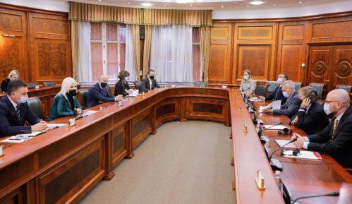 Mihajlović sa kompanijama Gaspromnjeft i NIS o unapređenju saradnje 13