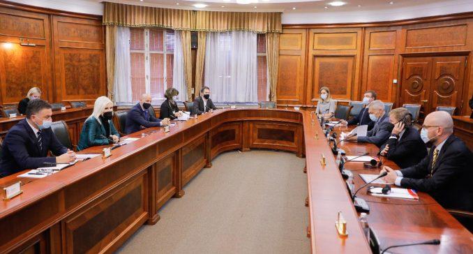 Mihajlović sa kompanijama Gaspromnjeft i NIS o unapređenju saradnje 5
