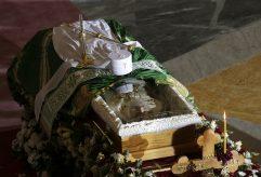 Kovčeg sa telom patrijarha u Hramu, kršenje svih epidemioloških mera (FOTO, VIDEO) 10