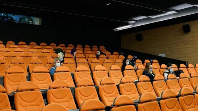 Zašto pozorišta, a ne i bioskopi? 5