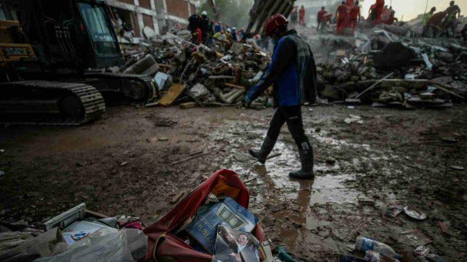 Novi bilans zemljotresa u Turskoj: 100 mrtvih i 994 povređena, u Izmiru sapasena devojčica 5