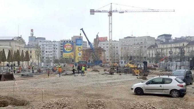 Na Savskom trgu počelo postavljanje statue Stefana Nemanje (VIDEO) 3