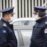 Privedeni mladići koji su mahali albanskom zastavom u Severnoj Mitrovici 10