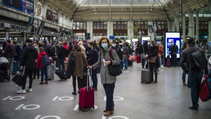 U Parizu danas gužva pred početak karantina zbog korona virusa 4