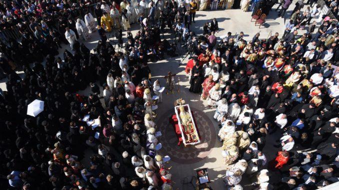 Uprkos apelu prekršene epidemiološke mere na sahrani mitropolita Amfilohija 3