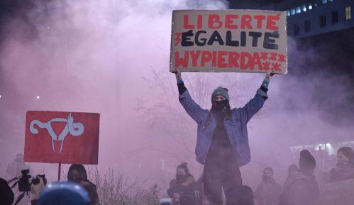 Policija intervenisala suzavcem i uhapsila 20 učesnika protesta protiv zabrane abortusa u Varšavi 11