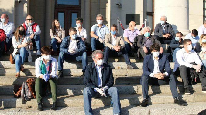 Medijski mrak i pandemija preselili opoziciju na mreže 1