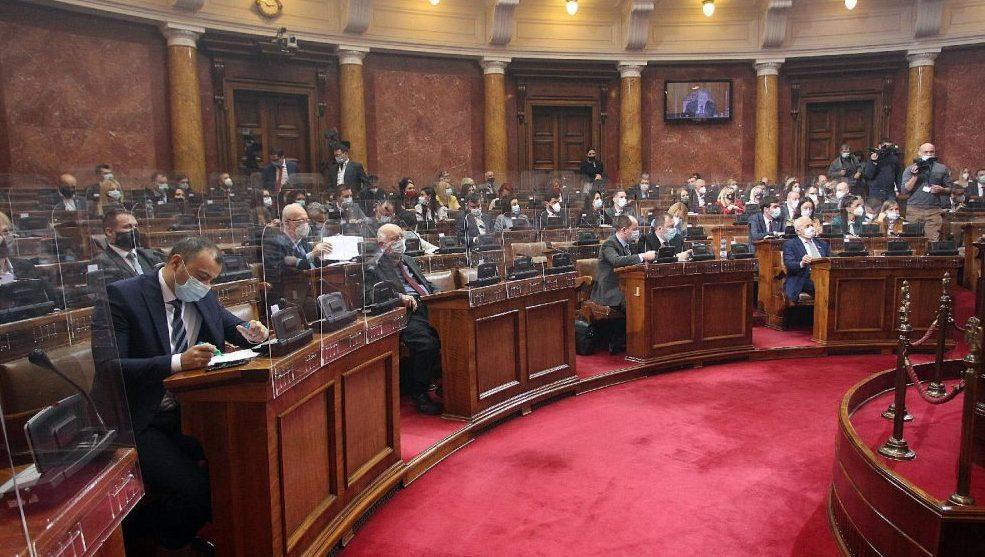 Poslanici Skupštine Srbije izglasali sve predložene zakone i odluke 1