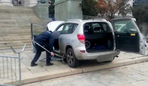 Automobil probio ogradu ispred Skupštine Srbije 2