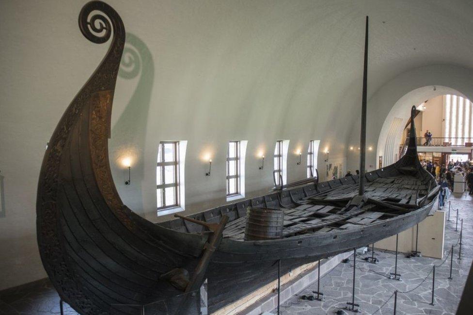 vikinški brod u muzeju u oslu
