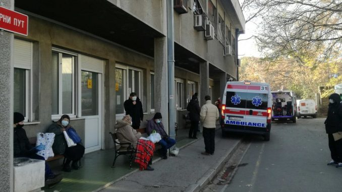 Korona virus: U Srbiji sve više opština uvodi vanrednu situaciju, preminuo bivši predsednik Francuske 3