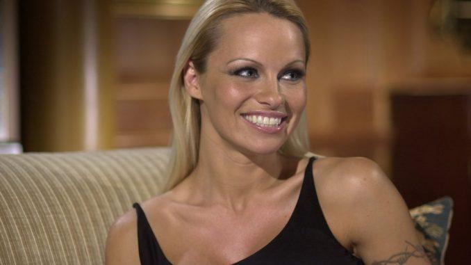 Holivud i Srbija: Kako je Pamela Anderson promovisala izložbu u Beogradu 5