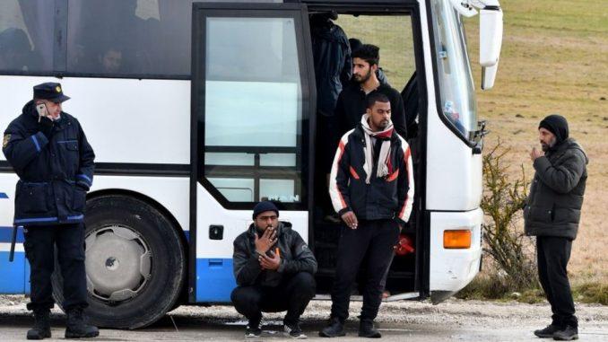 Bosna i Hercegovina i migranti: Oko 900 migranata na hladnoći, nemaju gde - kamp izgoreo, a vlast u pat poziciji 4