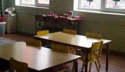 Povučeno rešenje o kažnjavanju nastavnice zbog rukovanja đaka 14
