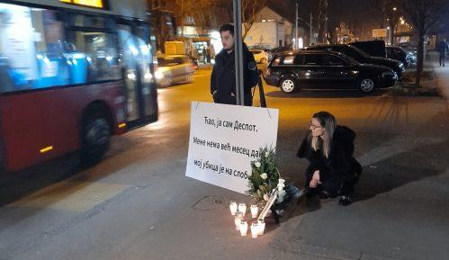 Porodica tragično preminulog dečaka zapalila sveće na mestu nesreće 7