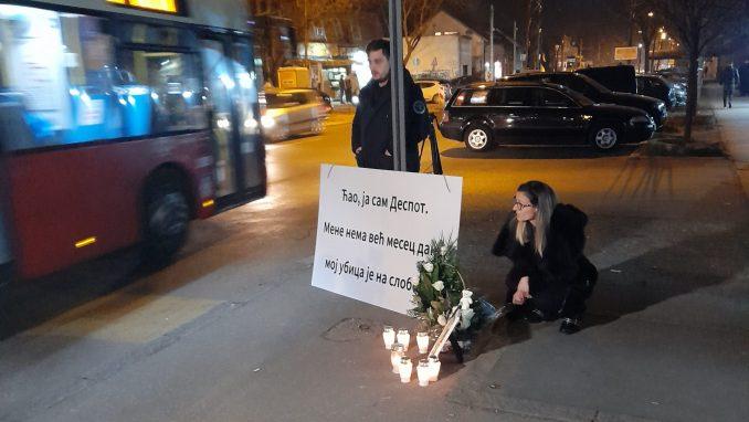 Porodica tragično preminulog dečaka zapalila sveće na mestu nesreće 4