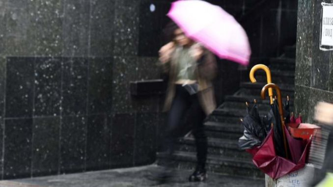 Sutra pretežno oblačno, ponegde slaba kiša 5