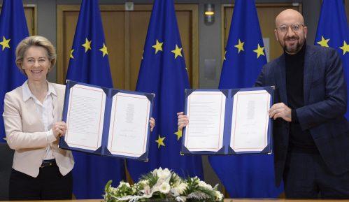 Zvaničnici EU potpisali post-Bregzit trgovinski sporazum sa Velikom Britanijom 8