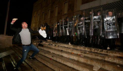 Na protestu protiv policijske brutalnosti u Tirani sukob sa policijom (FOTO, VIDEO) 14